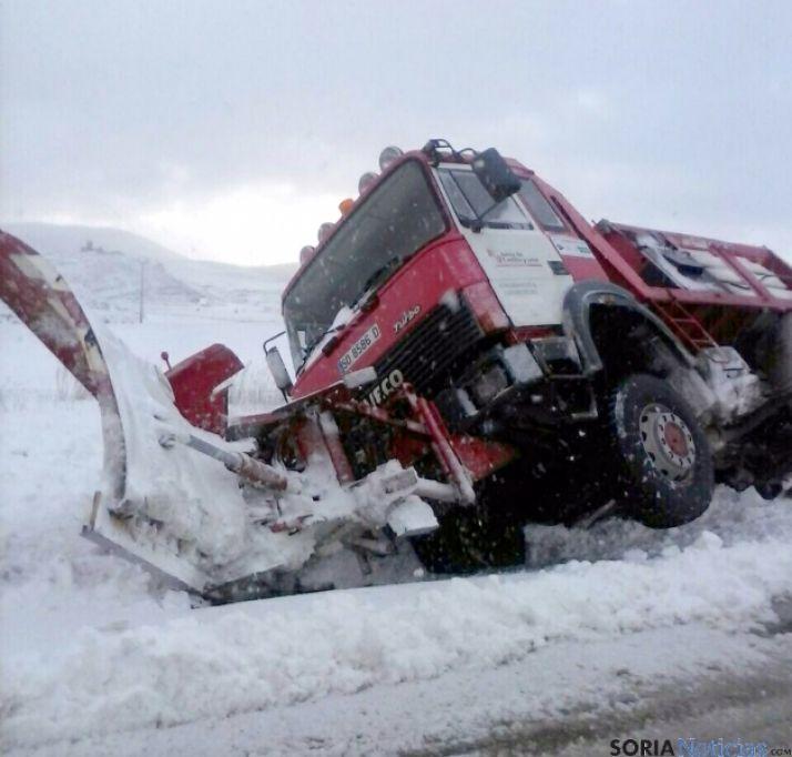 La máquina quitanieves tras el accidente. / SN