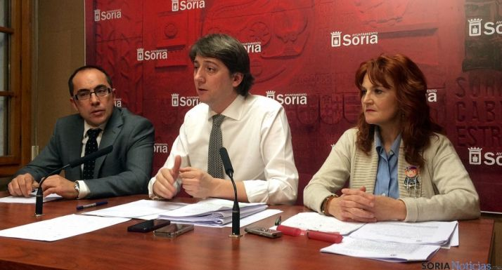 Rey (izda.), Mínguez y Calvo, en la tarde de este lunes en rueda informativa. / Ayto.