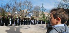 Imagen de la procesión tras bendecir las palmas. / SN