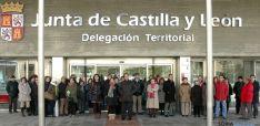 La Delegación Territorial en el minuto de silencio este miércoles. / Jta