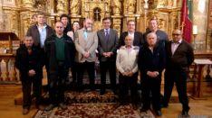 Representantes institucionales y vecinos de Fuentepinilla