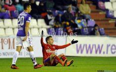 Julio Álvarez se lamenta en una jugada del partido. / LFP