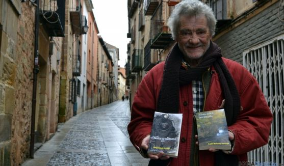 Luis Baladá, con las dos novelas. / SN