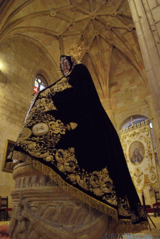 La Virgen de la Soledad esta tarde en el Espino con su antigua prenda. / SN