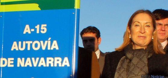 Ana Pastor en su visita a la A-15 en noviembre de 2013. / SN