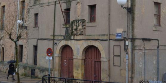 Fachada antiguo Colegio Universitario CUS