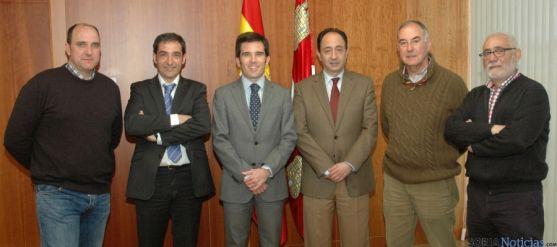 Lahuerta y López (ctro.) con los representantes de Calasanz y San José.