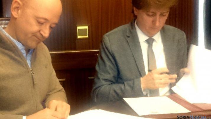 Firma convenio Ayuntamiento y El Hueco