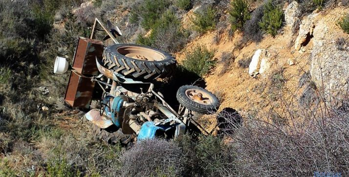 El tractor siniestrado tras el trágico accidente. / SN