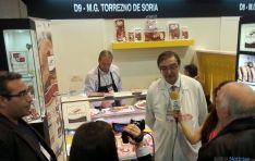 Samuel Moreno, presidente de la asociación de fabricantes, en el stand.