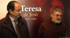 Manuel López (izda.) y fray Pedro Ortega, este miércoles en la muestra. / Jta.