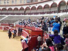 Alumnos del San José celebrando el Viernes de Toros