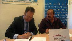 Firma del convenio entre los taxistas sorianos y el Banco Sabadell. / FOES