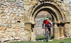 Un ciclista en la ruta templaria.