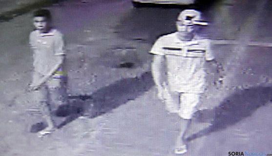 Imagen de los agresores tomada por una videocámara antes del asesinato.