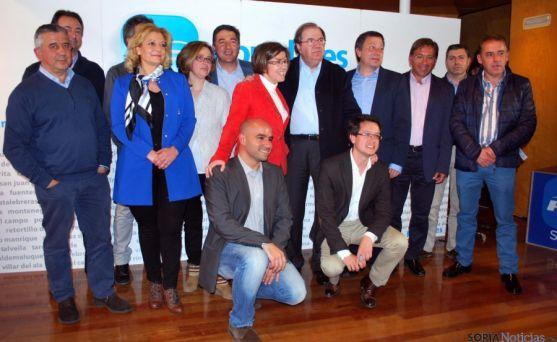 Herrera, con algunos candidatos a las municipales y autonómicas del PP. / SN