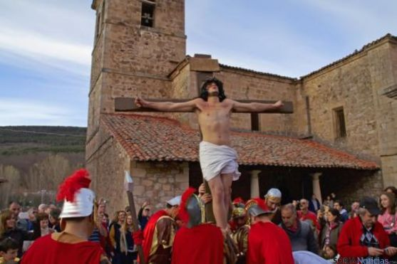 Representación Vía Crucis en Molinos de Duero