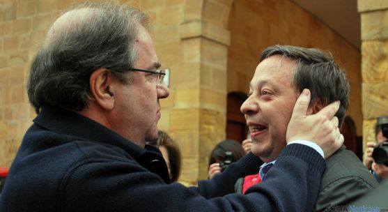Adolfo Sainz con Juan Vicente Herrera esta tarde de jueves. / SN