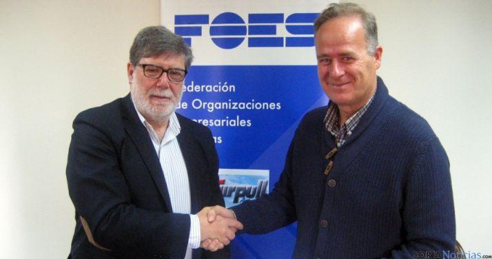Aparicio (izda.) y Martí, tras firmar el acuerdo. / FOES