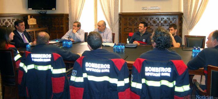 Reunión de los bomberos voluntarios con el presidente de la Diputación este miércoles