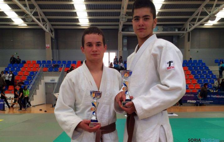 Sobrino y Garcés con sus trofeos.