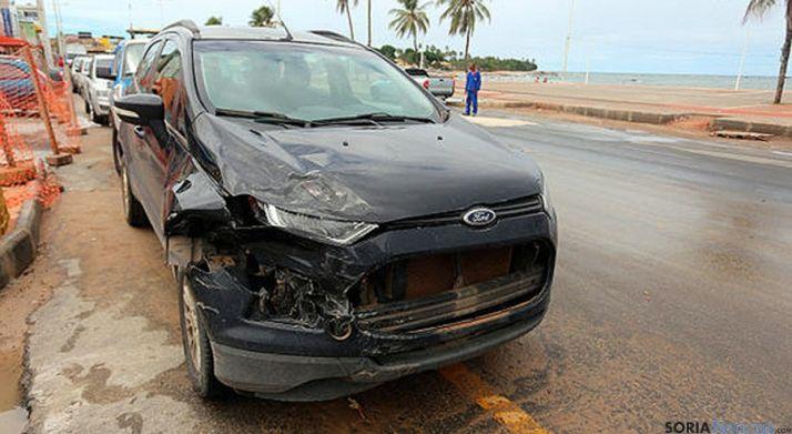 El vehículo que los delincuentes robaron a los jóvenes tras el atraco. / Almiro Lopes
