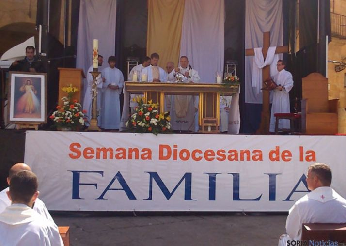 Una misa en la plaza Mayor inicia la Semana Diocesana de la Familia