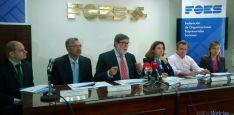 Santiago Aparicio, (ctro.) en la presentación del documento empresarial para la provincia de Soria.