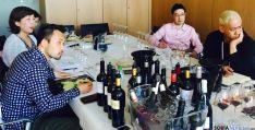 Especialistas nipones en una cata de vinos. /Jta