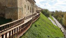 Recreación de una pasarela en la muralla adnamantina.