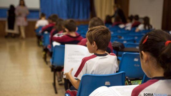 Alumnos de un colegio de Valladolid realizando las pruebas.