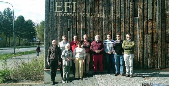 Los investigadores, en el Instituto Forestal Europeo (EFI) en Joensuu (Finlandia).