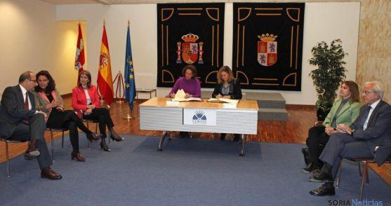 La firma de los convenios entre ambas instituciones autonómicas. / Jta.