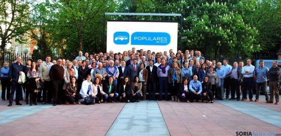 Foto de familia de los candidatos del PP a los ayuntamientos de la provincia de Soria. / SN