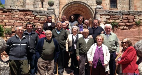 Vecinos de Romanillos de Medinaceli en la visita de la Diputación. / Dip.