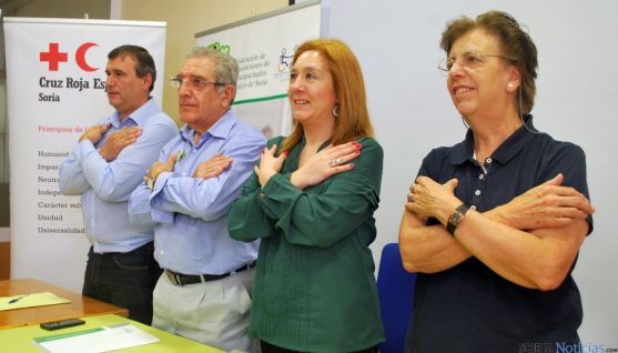 Heras (dcha.), Casado, Ligero y Ballando cruzan los brazos en señal de la X solidaria. / SN