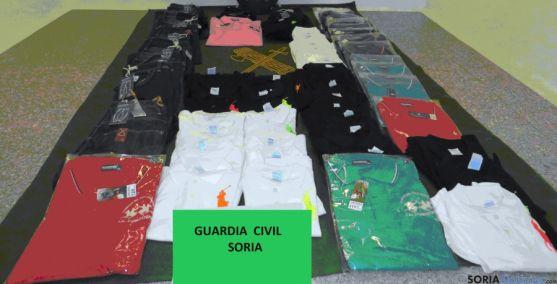 La ropa incautada por la Guardia Civil en San Leonardo. / Subdeleg.