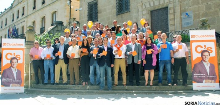 Los candidatos, en la foto de familia. / SN