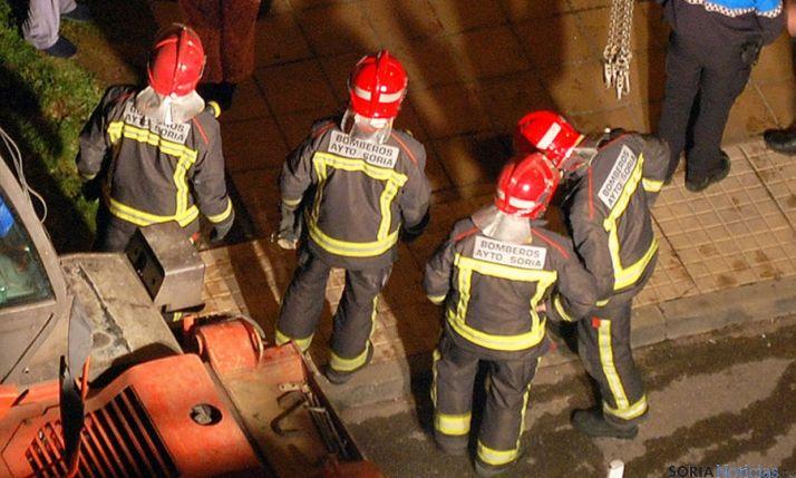 Un grupo de bomberos de Soria en una actuación en la capital. / SN