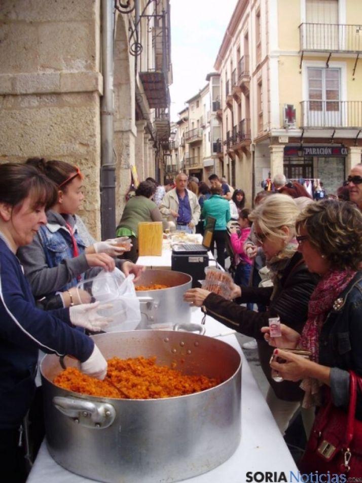 Mercado solidario en El Burgo