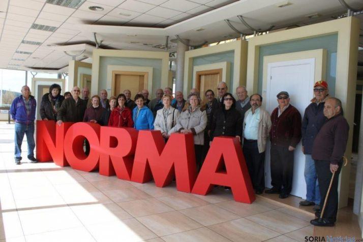 Visita de ex trabajadores a Norma