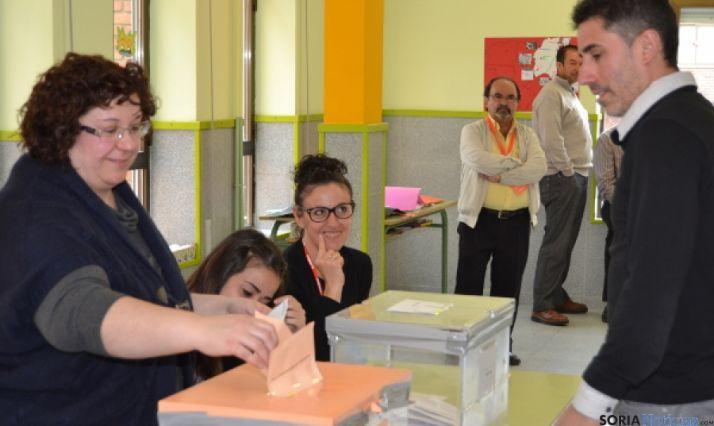 Mesa electoral en San Leonardo