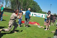 Exhibición paracaidista en la Arquilla. / SN