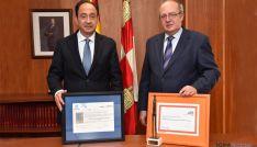 López y Delgado con las acreditaciones EFQM 500+ y el Premio Profesor Barea.
