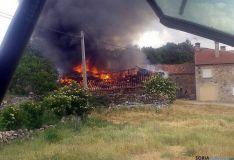 Las llamas en el tejado de la majada. / SN