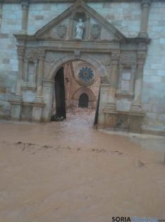 Foto 4 - El agua inunda Santa María de Huerta y derriba el cementerio