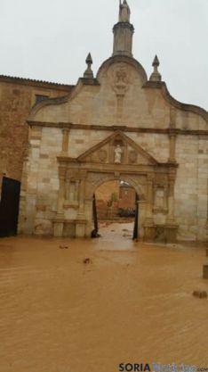 Foto 3 - El agua inunda Santa María de Huerta y derriba el cementerio