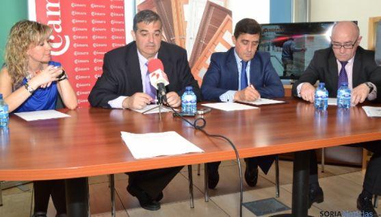 Firma del convenio Cámara-Caja Rural