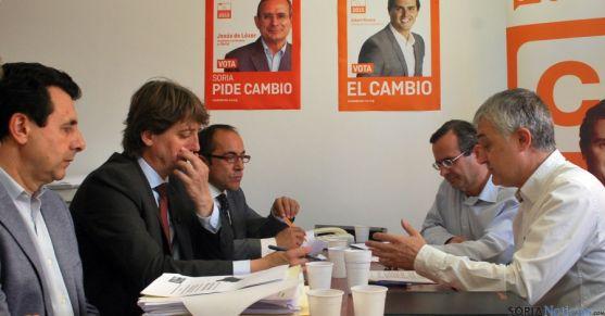 Una de las reuniones entre C´s y el PSOE. / SN