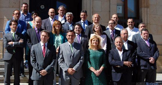 Los miembros de la corporación cesante de esta legislatura, este viernes. / Dip.